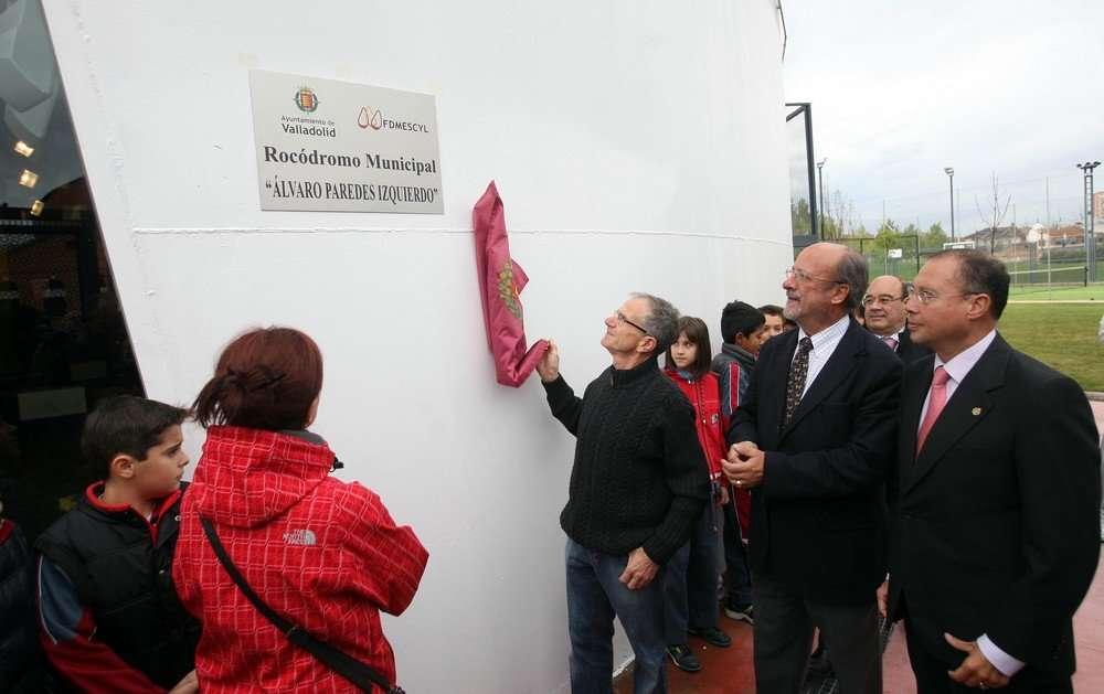 Descubrimiento de la placa del Rocódromo Álvaro Paredes Izquierdo. /ICAL