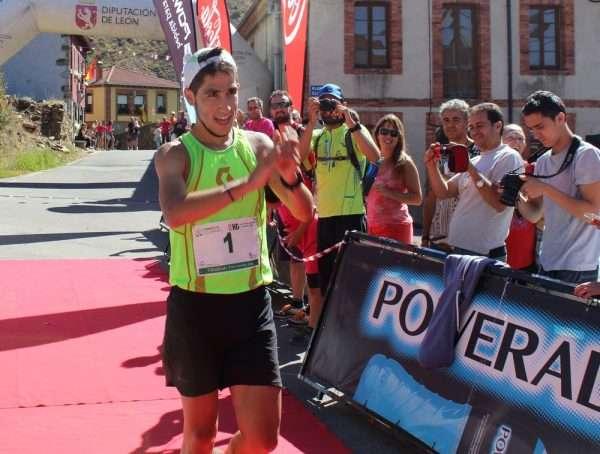 Pablo Villa celebra su triunfo en Villalfeide. /FDMESCYL