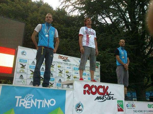 Podio de la tercera prueba de la Copa del Mundo de Paraescalada en Trentino. /FDMESCYL