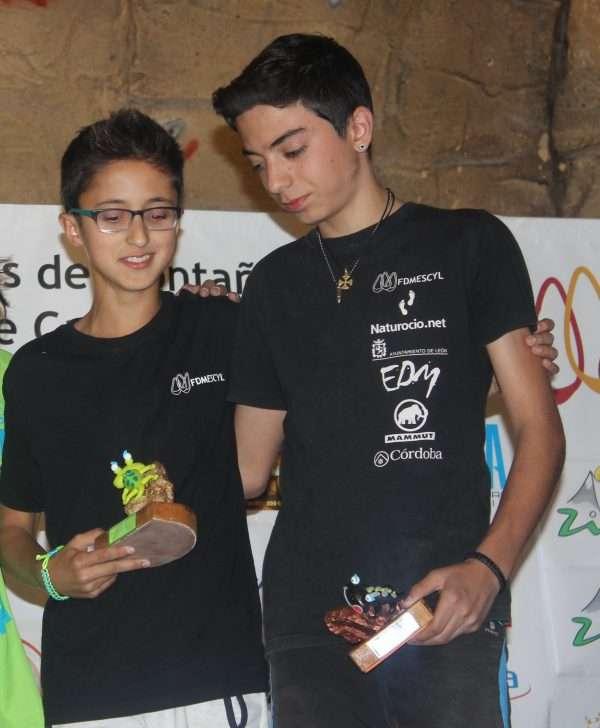 Víctor López y Andrés López, de la selección de escalada juvenil, en el II Campeonato de Escalada de Castilla y León. /FDMESCYL