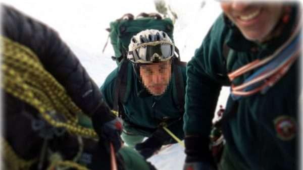 Imagen del Grupo Especial de Rescate e Intervención en Montaña de la Guardia Civil de Sabero que se ve en el Corto 'Compañeros, la cara B. / AV