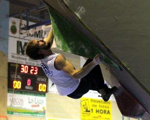El palentino Pablo Alonso, campeón del VIII Campeonato de Escalada Ciudad de Burgos. /FDMESCYL