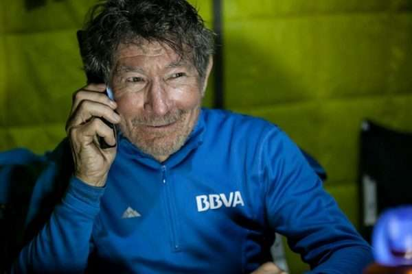 Carlos Soria atiende en una entrevista desde el Annapurna. /YOSUBOCONCARLOSSORIA